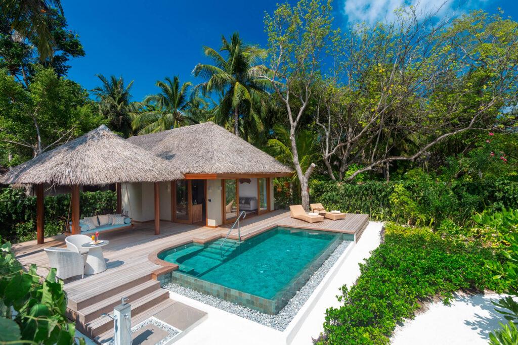 Pe o mică insulă de corali din Oceanul Indian se află complexul (printre cele mai bune resorturi de lux din Maldive) premiat de tip boutique Baros Maldives.