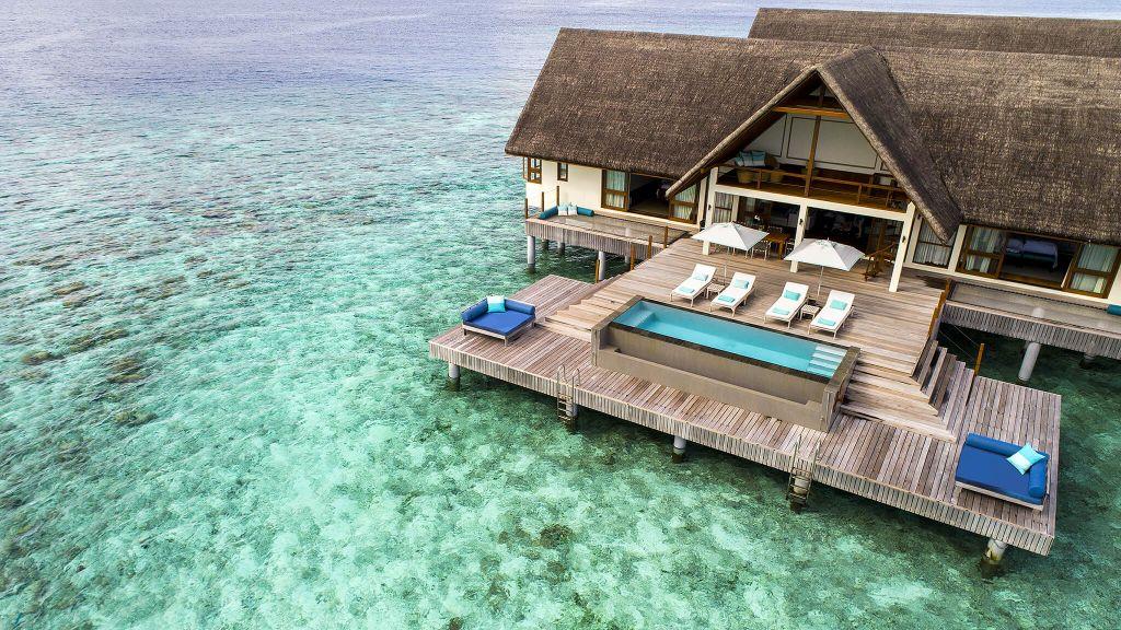 Călătorii interesați de wellness și relaxare sau scufundări și explorare subacvatică se vor simți în largul lor la Four Seasons Landaa Giraavaru. Situat în singura rezervație a biosferei Mondiale UNESCO din Maldive, lumea acvatică din jur este renumită ca fiind una dintre cele mai bune destinații de scufundări din lume.