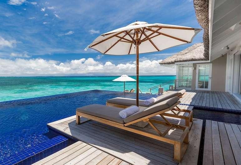 Printre cele mai bune resorturi de lux din Maldive, întinsă pe două mile de plaje cu nisip alb se află stațiunea de lux LUX South Ari Atoll. Oferind obiective turistice perfecte, acest paradis insular oferă vile private spațioase, atât pe uscat, cât și pe ocean.
